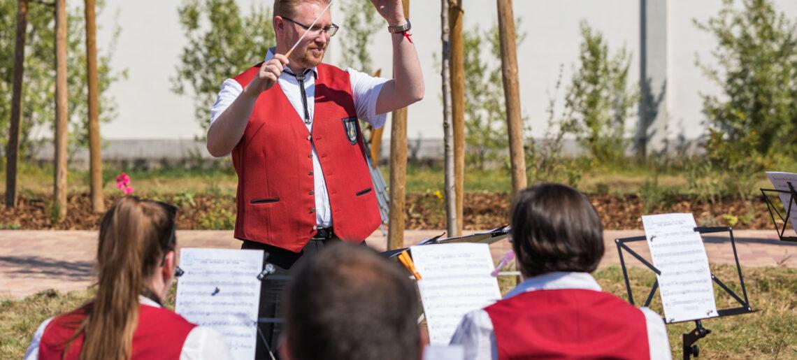 Neuer Dirigent beim großen Blasorchester
